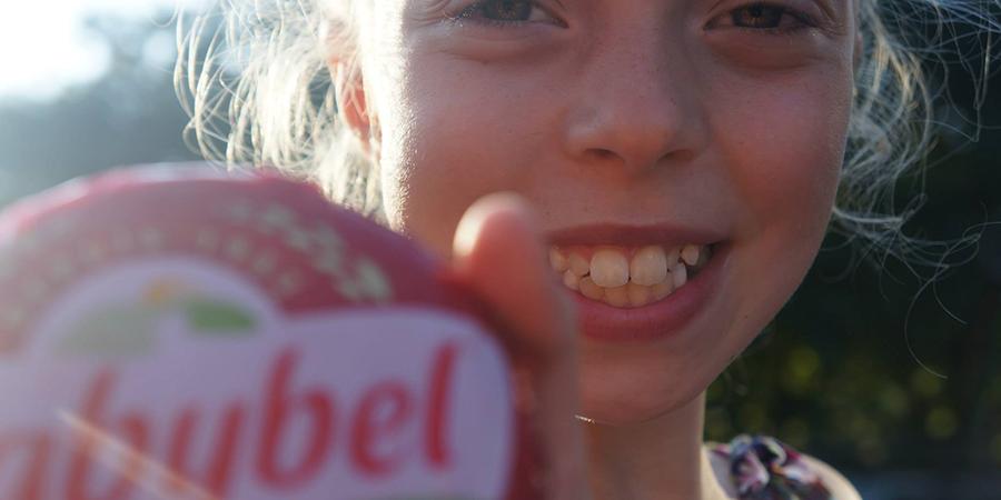 Dites «Cheeeeese» avec Jules Bel, l'inventeur de l'expression qui a rendu les photos souriantes