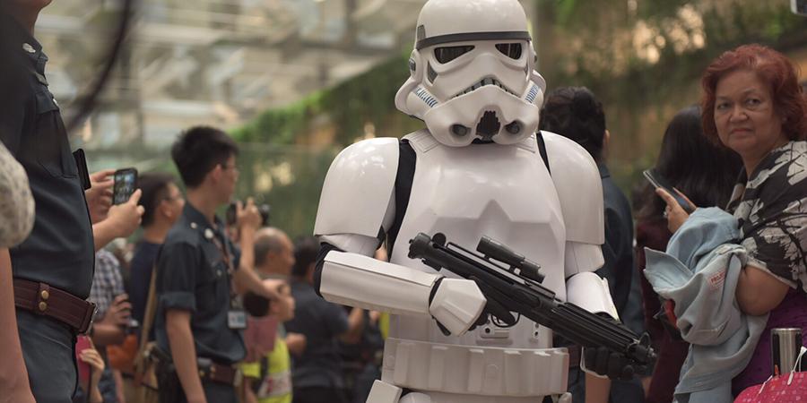STAR WARS : La force s'est réveillée dans un aéroport de Singapour !