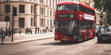 Royaume-Uni: le fabricant des bus rouges à deux étages trouve un repreneur