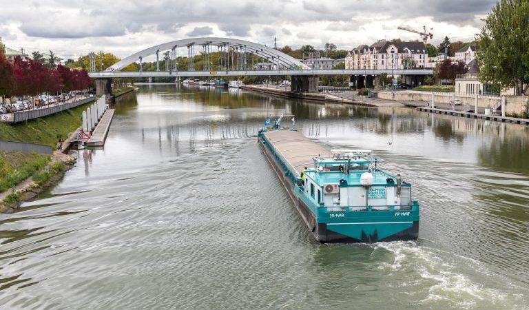 Strasbourg: un modèle de livraison verte par voie fluviale puis vélos électriques attire l'attention