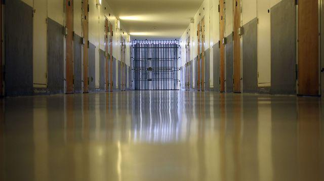 France : vague de contaminations au coronavirus dans les prisons
